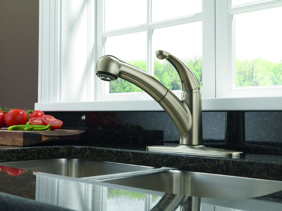 Delta 467-SS-DST Palo Single Handle Pull-Out Kitchen Faucet with DIAMOND Seal Technology
