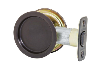 Kwikset 3343RNDPCKTDRLCK Round Passage Hall/Closet Pocket Door Lock - Polished Brass (Pictured in Oil Rubbed Bronze)
