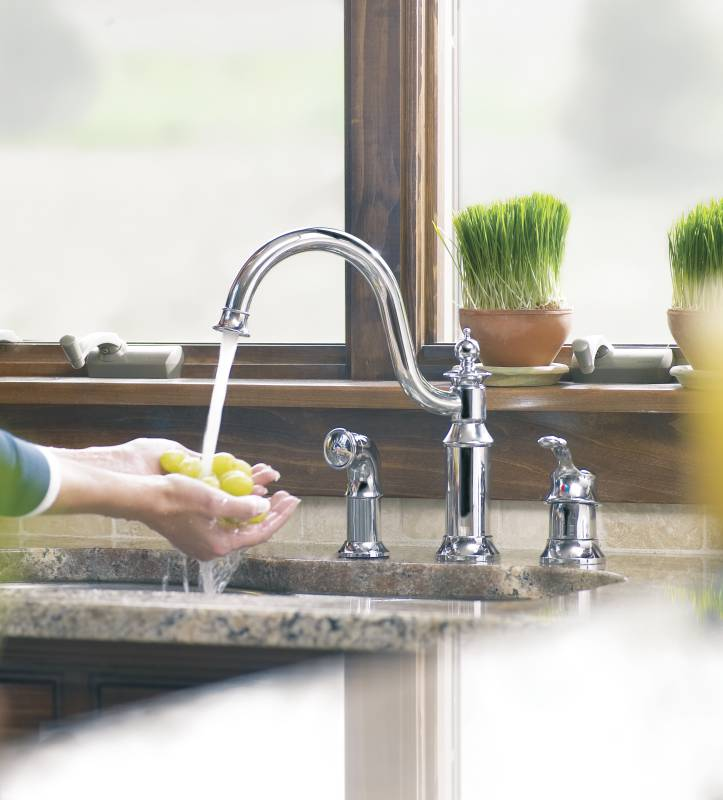 Moen-ShowHouse-S711-Waterhill-Single-Handle-Kitchen-Faucet-with-Matching-Side-Spray-Chrome