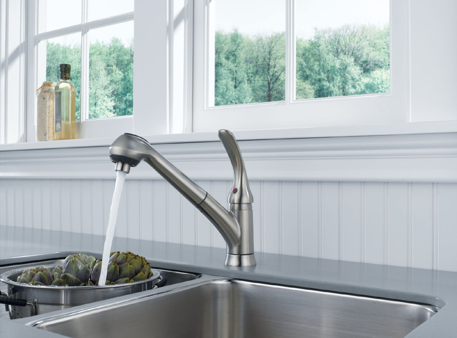 Foundations Core-B Single Handle Pull Out Kitchen Faucet
