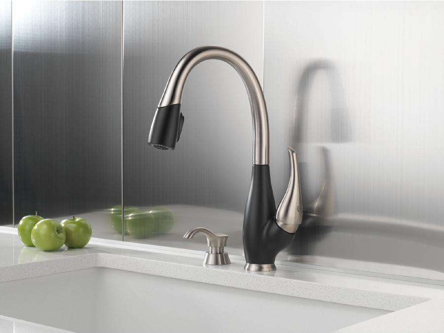Delta Fuse Stainless And Cracked Pepper  Handle Pull Down Kitchen Faucet